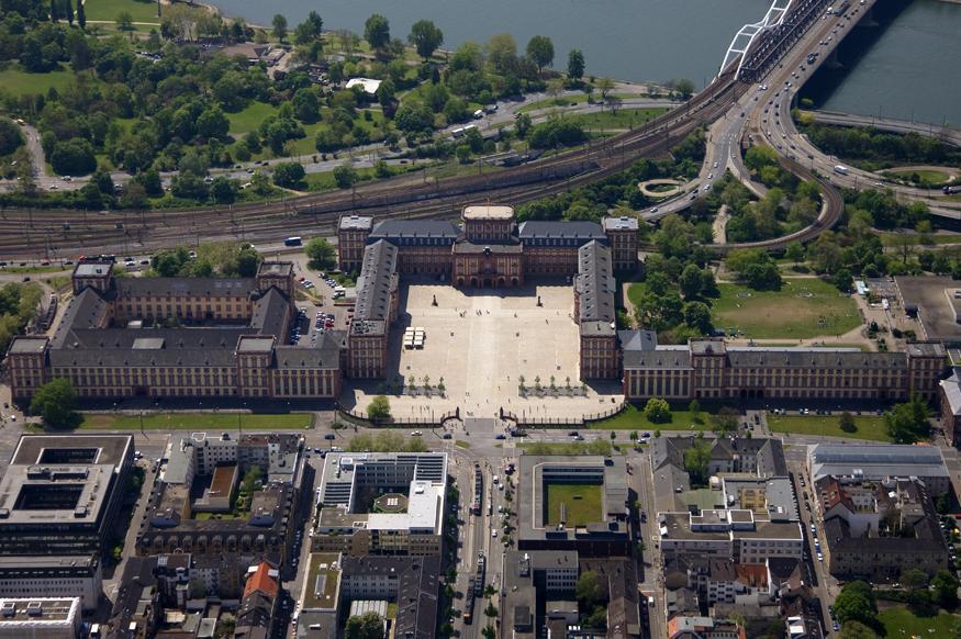 Aerial view of Mannheim Palace. Image: Staatliche Schlösser und Gärten Baden-Württemberg, Achim Mende