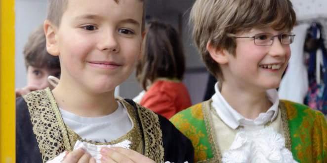 Junge im Barockschloss Mannheim; Foto: Staatliche Schlösser und Gärten Baden-Württemberg, Schlossverwaltung Mannheim