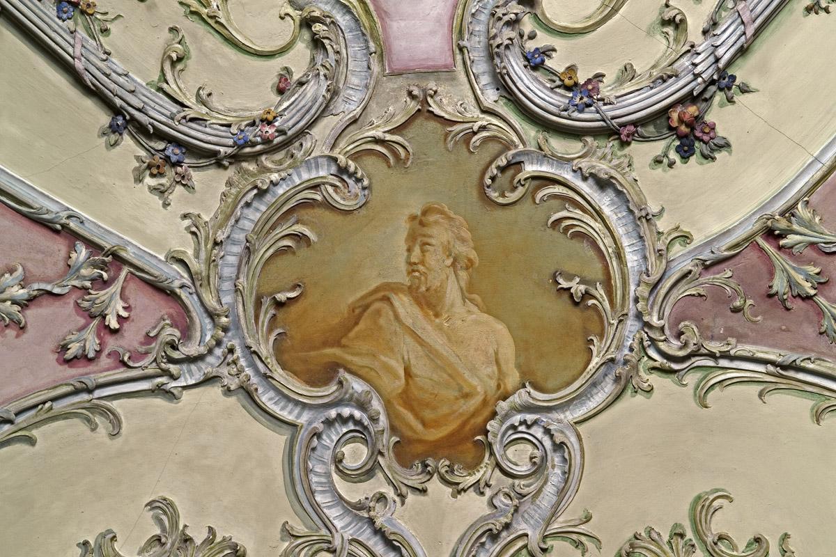 Porträtkartuschen im Bibliothekskabinett von Schloss Mannheim;  Foto: Staatliche Schlösser und Gärten Baden-Württemberg, Andrea Rachele