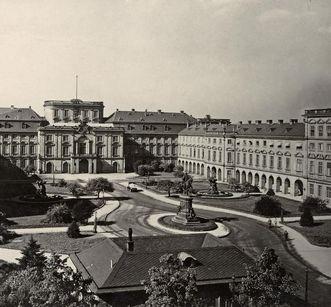 Gartenanlage und Schloss Mannheim von Ehrenhofseite, vor der Zerstörung um 1936/37