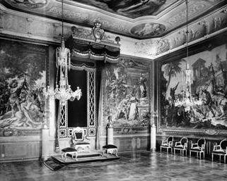 Barockschloss Mannheim, Audienzzimmer des Kaiserlichen Quartiers mit Wandteppichen, Aufnahme von 1897