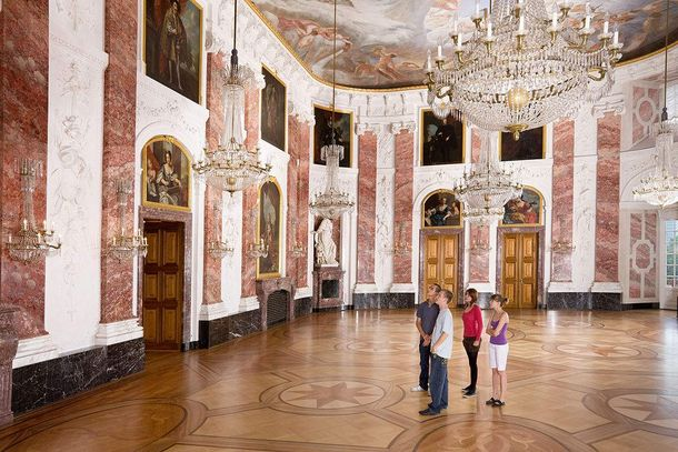 Mannheim Baroque Palace, Visitors in the hal