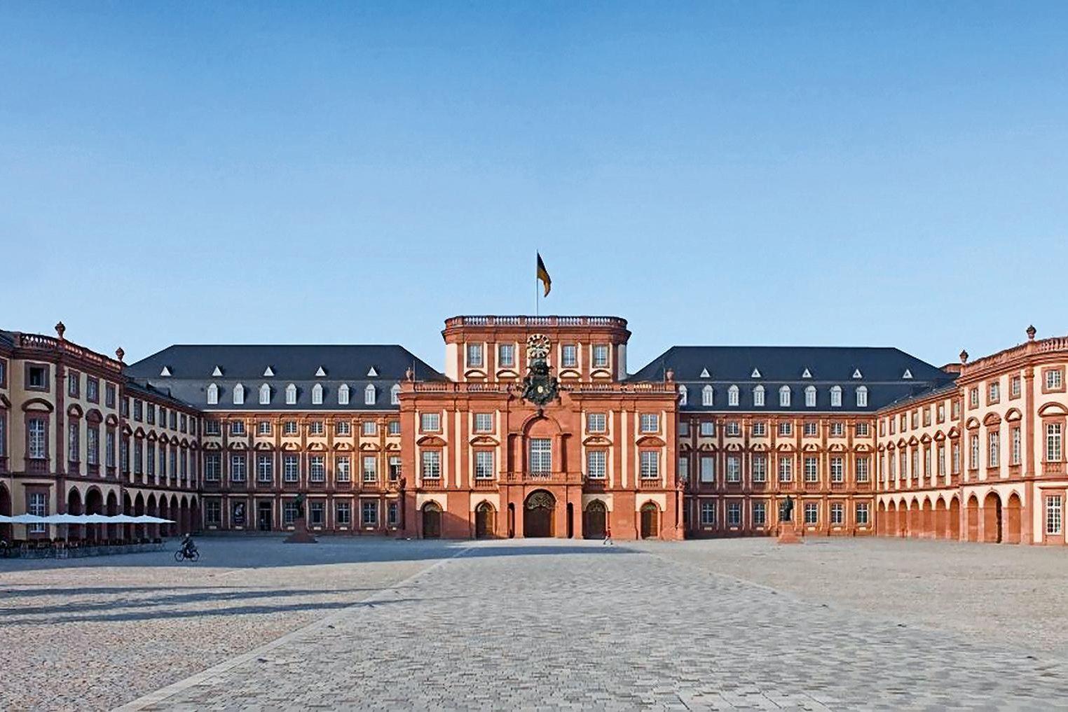 Barockschloss Mannheim, Außenansicht
