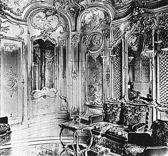 Library Cabinet of Electress Elisabeth Auguste, historical photograph circa 1897. Image: Staatliche Schlösser und Gärten Baden-Württemberg, Hubert Hill
