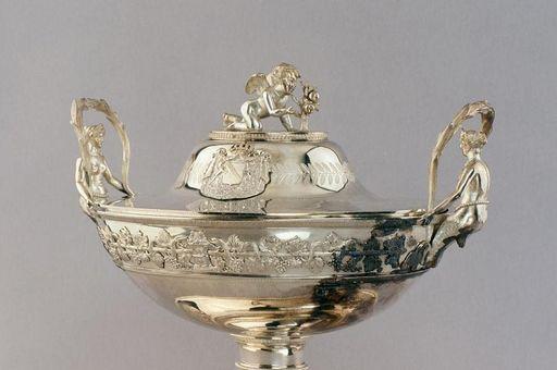Suppenterrine, Silber, von Jean-Baptiste-Claude Odiot, Paris, 1823, badisches Hofsilber in Schloss Mannheim