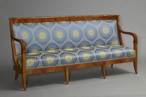 Sofa aus Kirschbaum um 1812 im Musikzimmer von Schloss Mannheim