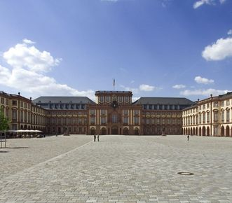Main courtyard of Mannheim Baroque Palace. Image: Landesmedienzentrum Baden-Württemberg, Andrea Rachele
