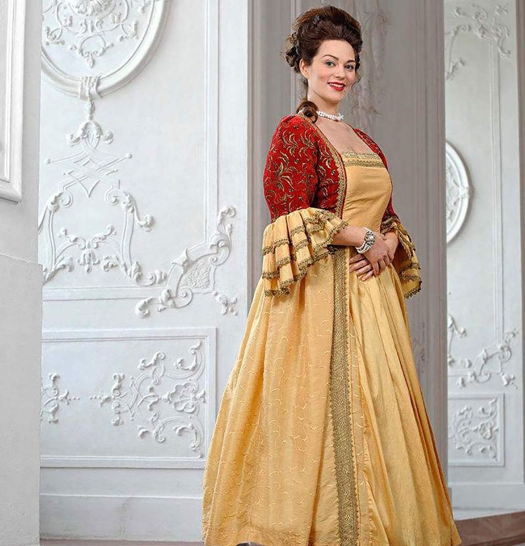 Mannheim Baroque Palace, costumed woman