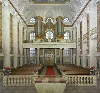 """Innenansicht Schlosskapelle Mannheim mit Deckengemälde """"Mariae Heimsuchung"""""""