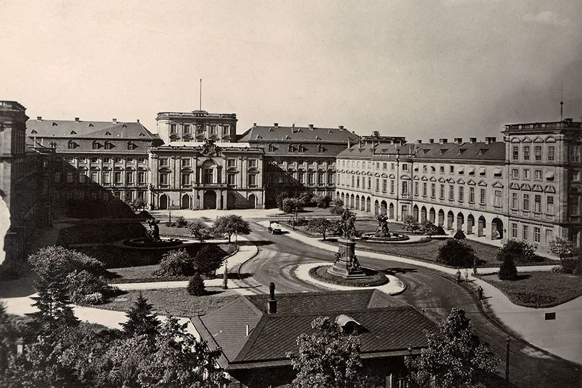 Mannheim Baroque Palace, historical photograph of the main courtyard. Image: Landesmedienzentrum Baden-Württemberg, Arnim Weischer
