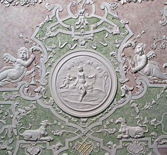 Stuckbild Flora im Trabantensaal von Schloss Mannheim, um 1722;  Foto: Staatliche Schlösser und Gärten Baden-Württemberg, Arnim Weischer